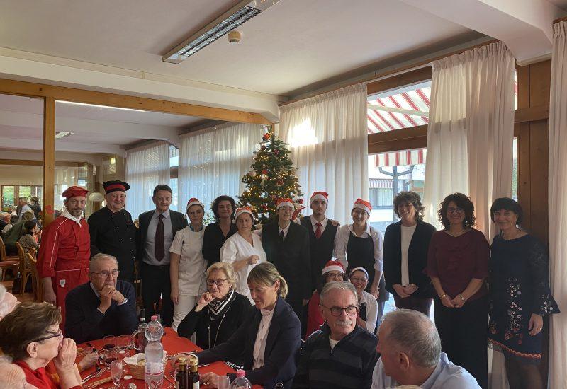 lo staff con il Presidente Alberto Fossati e la Direttrice Antonella De Micheli